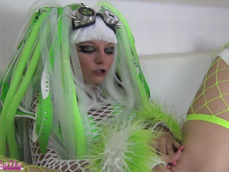 Krass!!! Cyber Goth Bitch's Mega Squirt