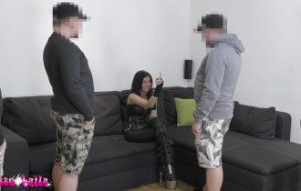 GangBang Brutal! Teeny von 4 Schwänzen hart zerfickt
